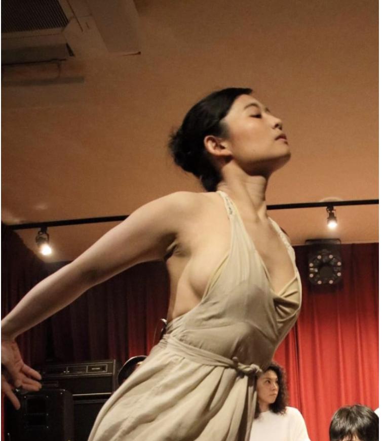 皮膚と踊る( Costume:Tsugumi Tanaka)