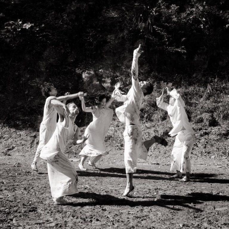 地球と踊る(中之条ビエンナーレ2017  Dancer:SIVA) photo Minori Toyoshima
