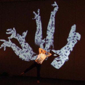 言葉と踊る(TEDスピーチ登壇) photo by bozzo
